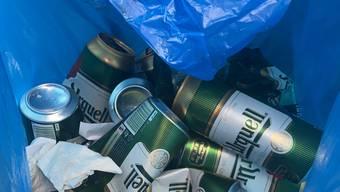 Die Schaffhauser Polizei hat mehrere leere Bierdosen in der Führerkabine des Lastwagenchauffeurs gefunden.