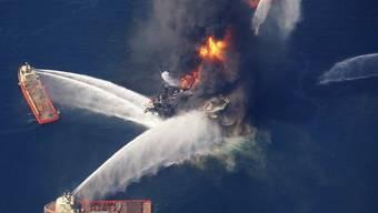 Feuer auf hoher See: Ölplattform im Golf von Mexiko in Flammen (Archiv)
