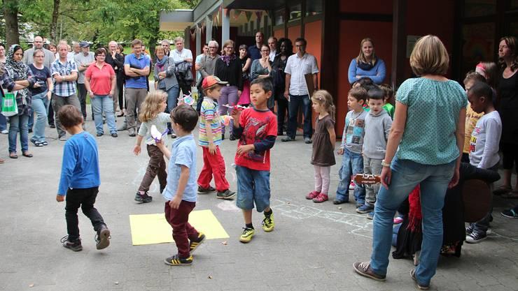 Die Kindergärtler bei ihrer Vorführung.