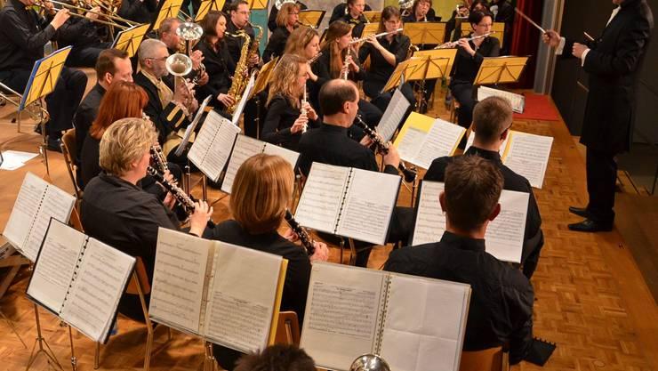 Die Musikgesellschaft Villnachern ist für einmal zu Gast in Umiken. mw