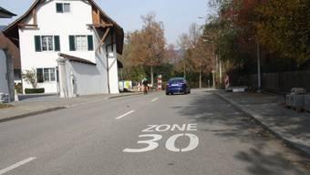 Im südlichen Teil der St. Niklausstrasse in Solothurn sind die Fahrzeuge noch zu schnell unterwegs. (Archiv)