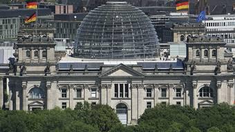 Die Linke und SPD legen jeweils einen Prozentpunkt in der Wählergunst in Deutschland zu. (Symbolbild Reichstag)