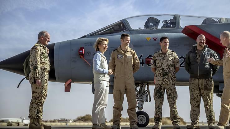 Ursula von der Leyen beim Besuch deutscher Truppen in Jordanien.
