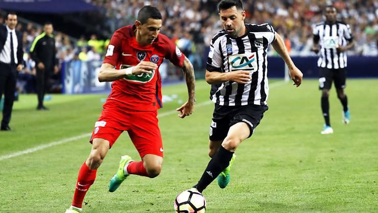 Ein enger Cupfinal: Zweikampf zwischen PSG-Stürmer Di Maria (links) und Angers' Verteidiger Thomas Mangani