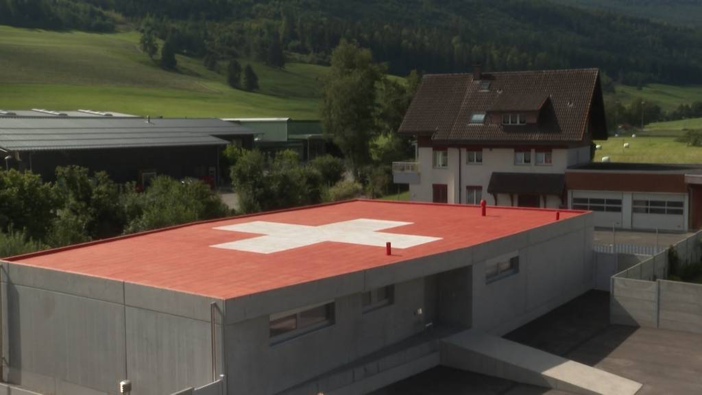 Streit ums Schweizerkreuz: Das Hausdach von Stephan Sembinelli in Welschenrohr sorgt für Unmut