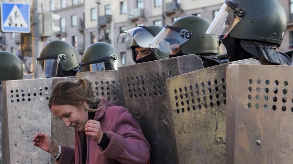 Protest trotz Drohung und Festnahmen: Zehntausende gegen Lukaschenko