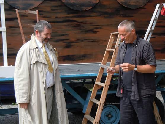Wir könnten hier noch etwas einbauen, sagt Regisseur Walter Millns (rech...