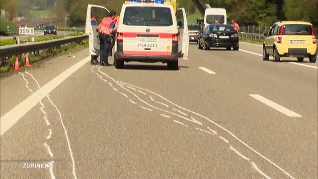St.Gallen: Lieferwagen fährt Polizistin an