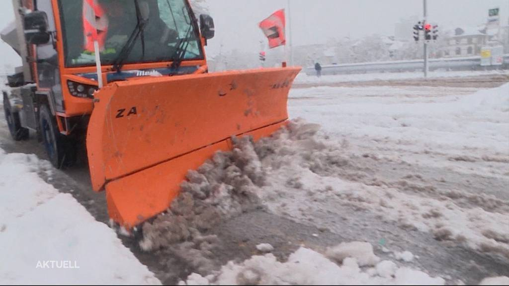 Solothurn im Schnee: Werkhofmitarbeiter haben alle Hände voll zu tun