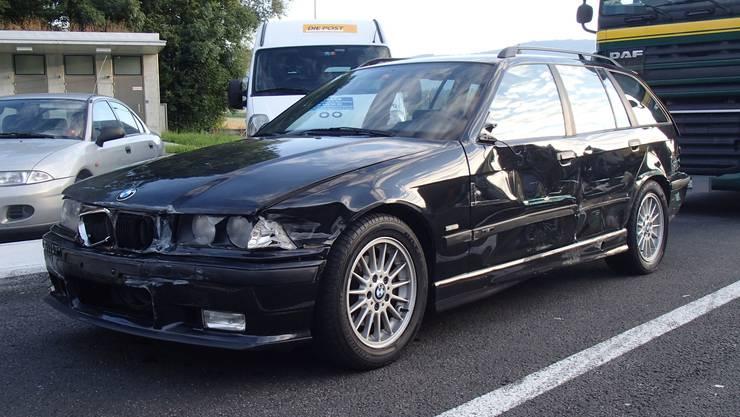 Der BMW-Fahrer missachtete den Vortritt und fuhr, ohne nach hinten zu sehen, auf die Autobahn und übersah einen Lastwagen.