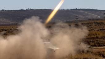 Bei einem Raketenangriff auf ein Schulgebäude in Nordsyrien sind laut Angaben von Beobachtern mindestens neun Menschen ums Leben gekommen. (Symbolbild)