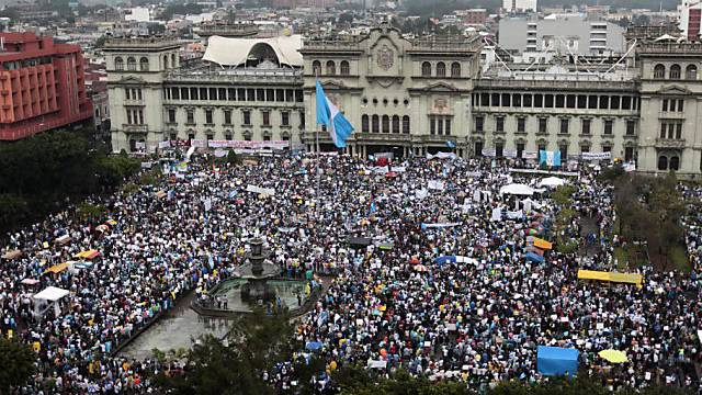 Tausende protestieren in Guatemala-Stadt gegen die Regierung
