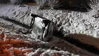 Der 50-jährige Autolenker verlor die Kontrolle über sein Fahrzeug und landete schliesslich im Bachbett.