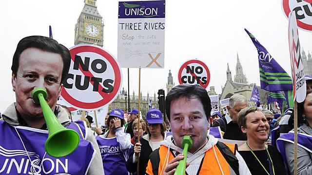 Zehntausende protestieren in London gegen neue Sparpläne der Regierung