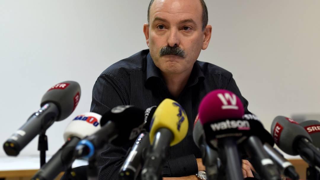 Nach den Vorwürfen der Falschdeklaration nimmt Ettore Weilenmann, Verwaltungsratspräsident der Carna Grischa AG, vor den Medien stellung.