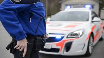 Drei junge Männer mit einer Softair-Pistole lösten am Freitag einen Polizeieinsatz in der Lausanner Innenstadt aus. (Symbolbild)
