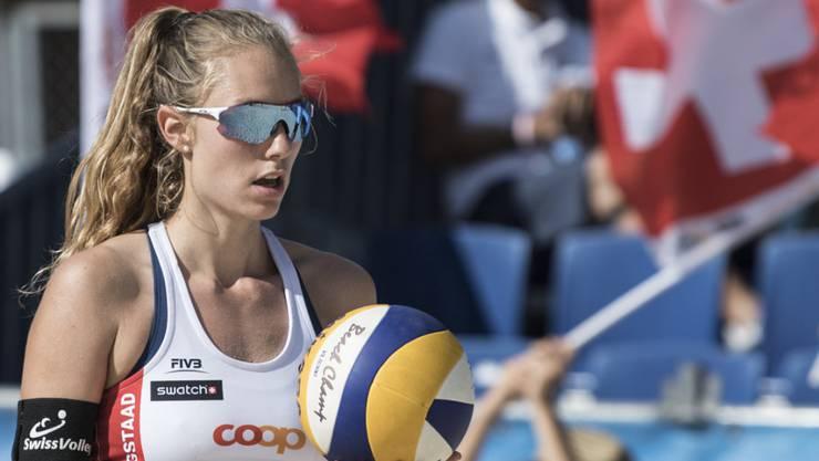 Nina Betschart qualifiziert sich mit Partnerin Tanja Hüberli für die WM-Achtelfinals