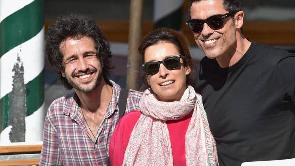 V.l.: der geflüchtete syrische Musiker Alaa Arsheed, Carlotta Sami von der United Nations High Commissioner for Refugees (UNHCR) und Filmemacher Alessandro Gassman am Mittwoch bei ihrer Ankunft auf dem Filmfestival von Venedig (Bild aktuell)