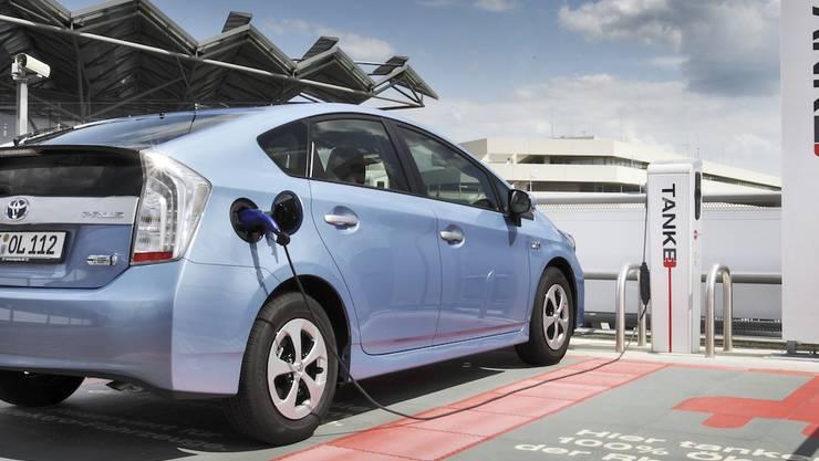 Toyota Prius gegen Volvo V60