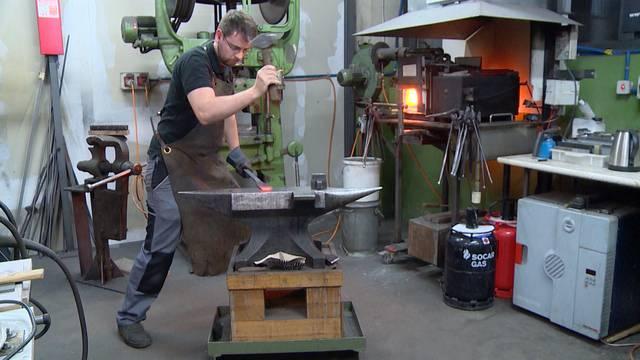 Traditionelle Handwerker: Messerschmied
