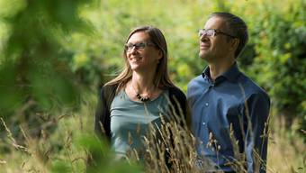 Irene Wegmann und Peter Rüegg verbreiten im Internet Sagen. Alex Spichale