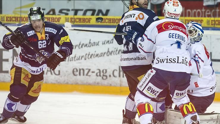 Viel Druck aufs Tor: Jarkko Immonen (li.) schoss Zug gegen die ZSC Lions im Schlussdrittel zum Sieg