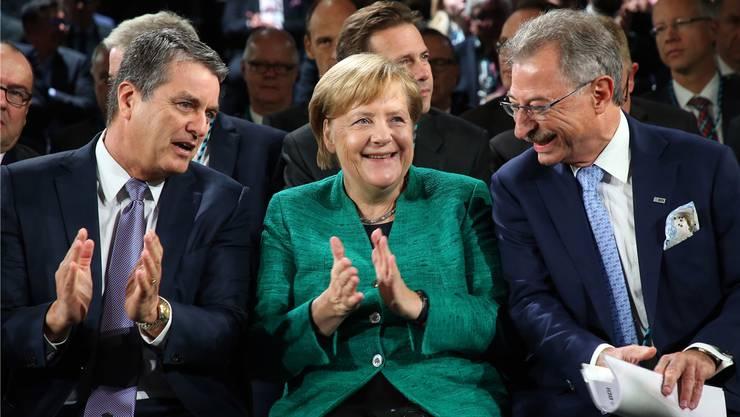 Die deutsche Industrie reagiert (rechts BDI-Präsident Kempf): WTO-Direktor Azevedo, Kanzlerin Merkel.