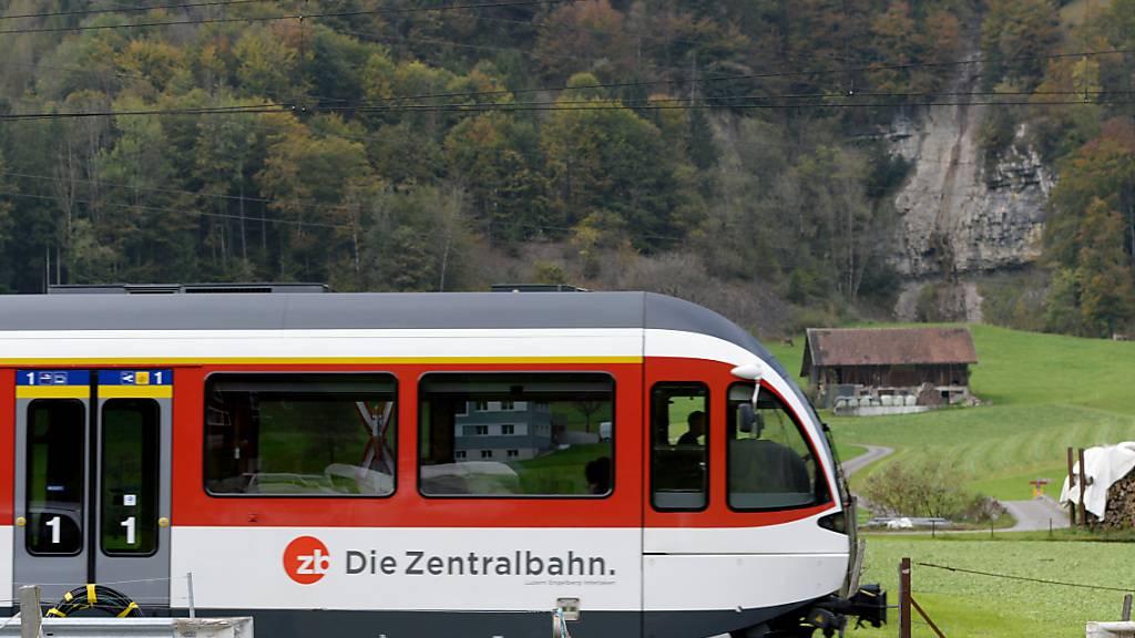 Die Zentralbahnstrecke zwischen Stansstad und Engelberg wird während eines Monats komplett gesperrt. (Archivbild)