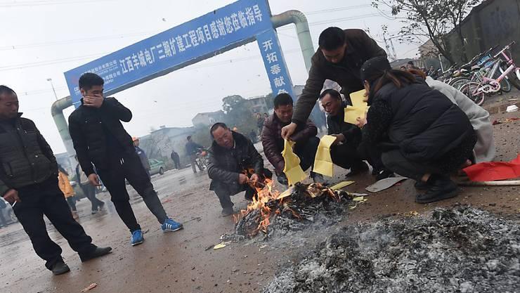 Trauer für die 74 Toten beim Unglück auf einer chinesischen Baustelle: Neun Verantwortliche wurden mittlerweile festgenommen. (Archivbild)