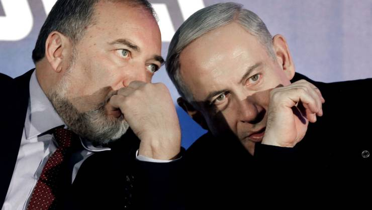 Premierminister Netanjahu (r.) und Lieberman waren bereits einmal Koalitionspartner. Eine Rückkehr Liebermans in die Regierung ist selbst innerhalb des Likuds umstritten.