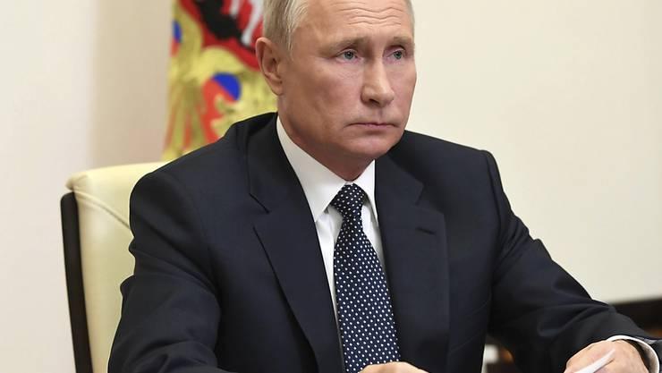 Wladimir Putin, Präsident von Russland, nimmt an einer Videokonferenz teil, bei der die russische Friedensmission in Berg-Karabach thematisiert wird. Foto: Aleksey Nikolskyi/Kremlin Pool/Planet Pix via ZUMA Wire/dpa - ACHTUNG: Nur zur redaktionellen Verwendung und nur mit vollständiger Nennung des vorstehenden Credits