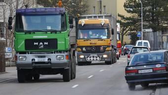 Die Obergerlafingenstrasse vom Gerlafinger Kreisel bis zur Abzweigung Sonnenfeldstrasse soll saniert und der Strassenraum verändert werden. (Archivbild)