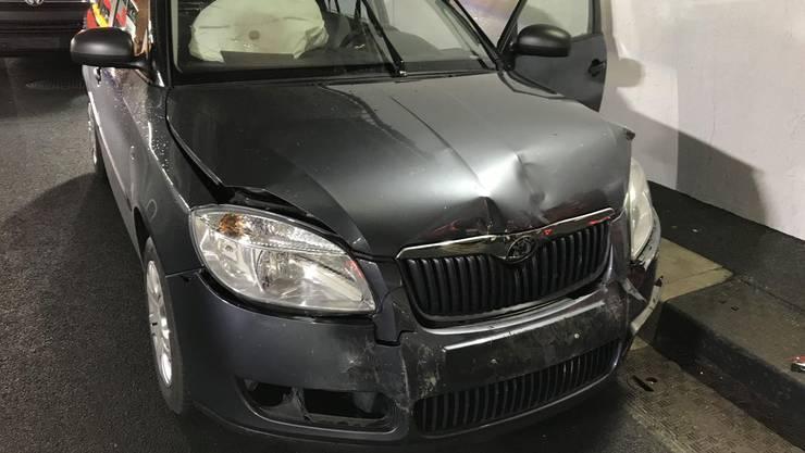 Auffahrkollision mit zwei beteiligten Fahrzeugen – eine Person verletzt.