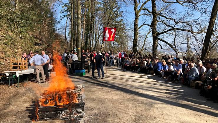 Viel Volk versammelte sich auf dem Unterengstringer Chüebrünneli.