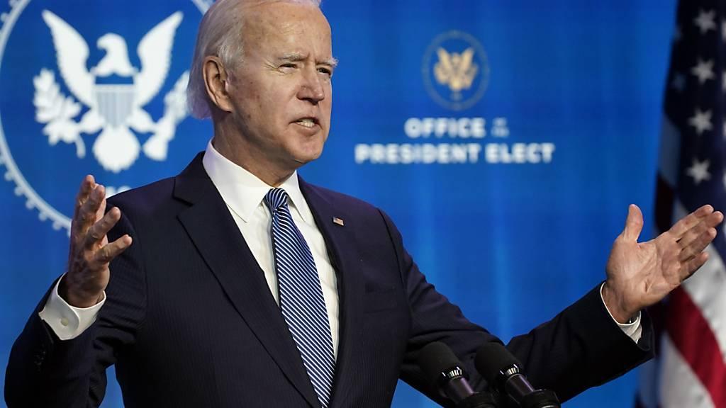 Der designierte US-Präsident Joe Biden hat den gewaltsamen Sturm des Kapitols als «einen der dunkelsten Tage in der Geschichte» der Vereinigten Staaten bezeichnet. Foto: Susan Walsh/AP/dpa