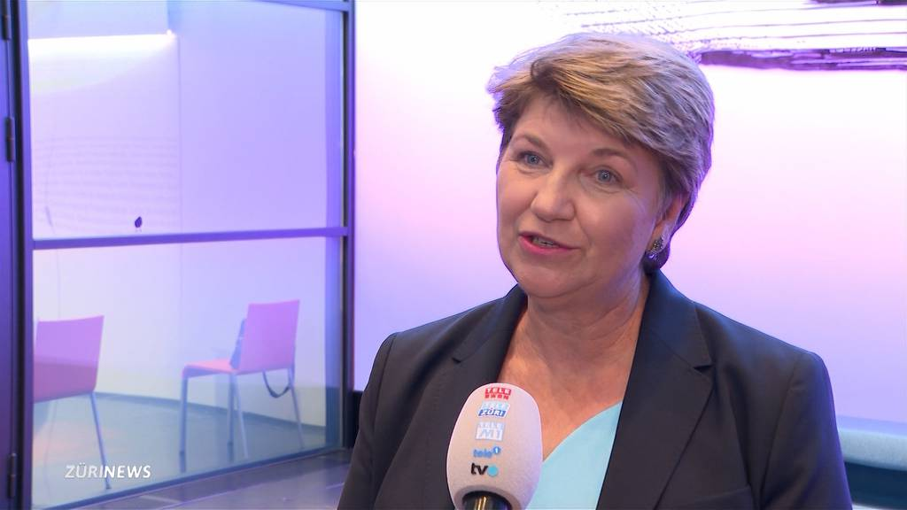 Viola Amherd eröffnet Abstimmungskampf mit Kampfjetpilotin