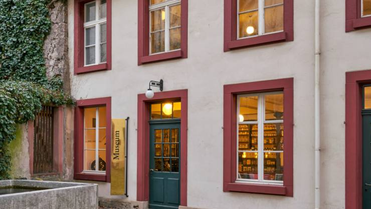 """Im Haus """"Zum Vorderen Sessel"""" in der Basler Altstadt hatte einst Paracelsus gewirkt. Heute befindet sich dort das Pharmaziemuseum."""