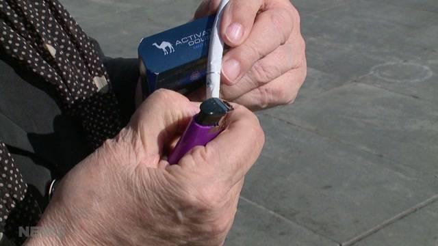 Aroma-Zigaretten verführt Junge zum Rauchen