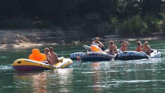 Schlauchboote sind auch künftig nicht erlaubt auf dem Rhein, Luftmatratzen dagegen schon