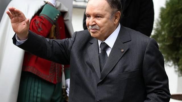 Bouteflika hielt sein Versprechen und hob Ausnahmezustand auf