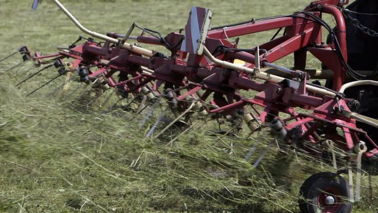 Bei einem Traktorunfall in Bertschikon sind ein Landwirt, seine Frau und seine Tochter verletzt worden. (Symbolbild)