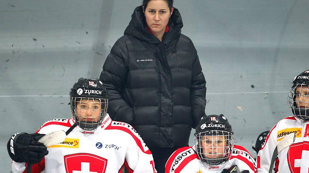 Die Schweizer Nationaltrainerin Daniela Diaz kämpft mit ihrem Team gegen den Abstieg