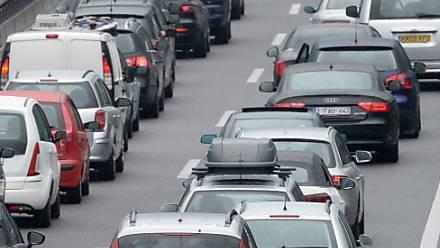 Pendler brauchten am Donnerstagmorgen teils gute Nerven im Strassenverkehr. (Archivbild)