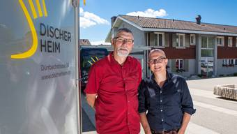 Stephan Oberli (r.), bisheriger Bereichsleiter Wohnen, löst den langjährigen Gesamtleiter Daniel Held per 1. August ab.