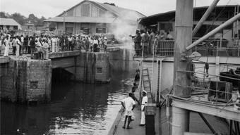 HIV verbreitete sich so schnell, weil sich seine Träger schneller bewegten: Eine Fähre 1955 in Léopoldville, 1966 wieder in Kinshasa umbenannt.