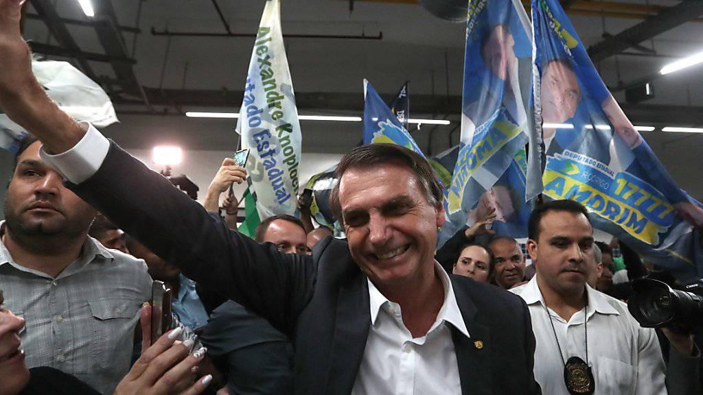 Nach einer Attacke auf den brasilianischen Präsidentschaftskandidaten Jair Bolsonaro soll die Sicherheit für die Bewerber erhöht werden. (Archivbild)