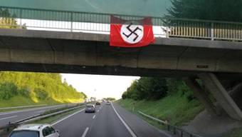 Kopie von Nazi-Symbole über der Autobahn A3