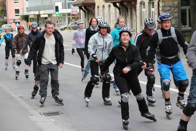 Die RegioSkater unterwegs auf der Mellingerstrasse Richtung Dättwil