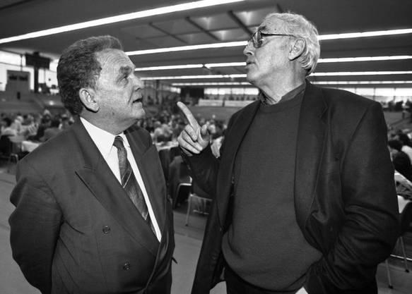 Otto Stich (links) und Helmut Hubacher 1995. Stich hatte seinen Rücktritt verkündet.