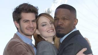 Andrew Garfield - links neben Emma Stone und Jamie Foxx - will sich in der Liebe auf kein Geschlecht festlegen. (Archivbild)